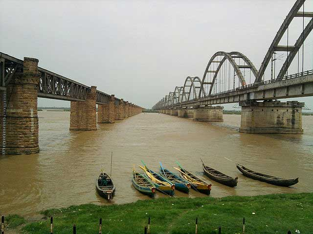 godavari-boat-travels
