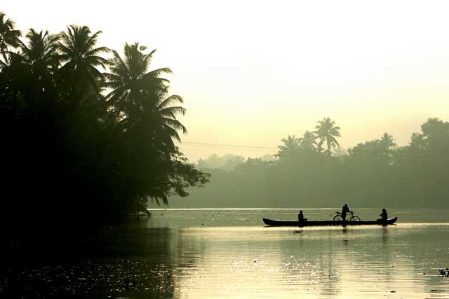 kumarakom-backwaters1
