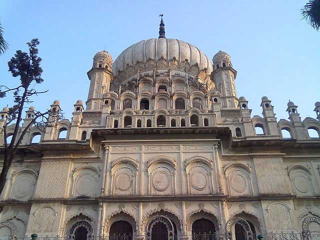 mausoleum-of-bahu-begum