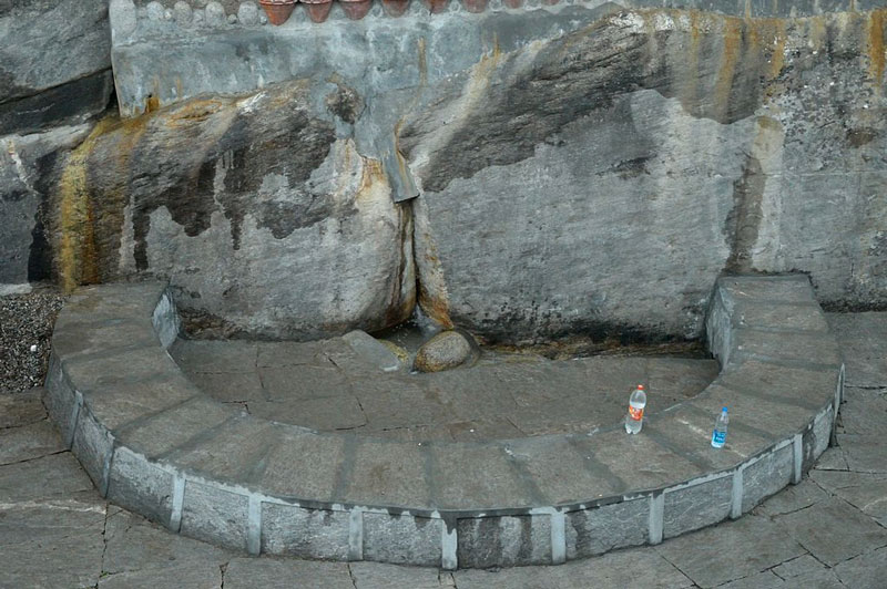 Nehru Kund Close Up